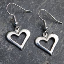 Pierced heart earrings E02